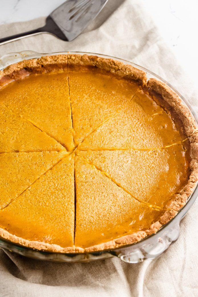 keto pumpkin pie in almond flour crust