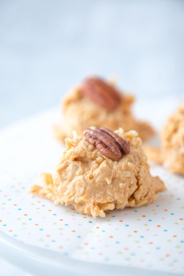 Keto Pumpkin Spice Haystack Cookies - Low Carb