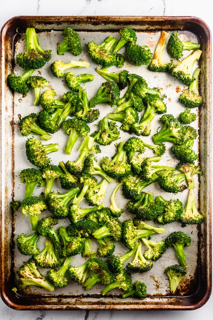 easy broccoli roasted in the oven with garlic